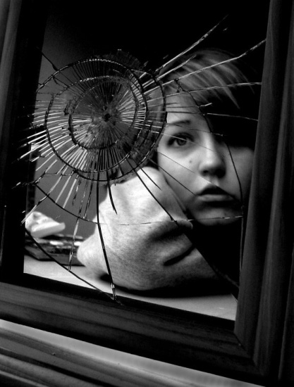 http://www.postreh.com/phprs/picture/barbara/The_Broken_Mirror_Effect_by_croissance.jpg